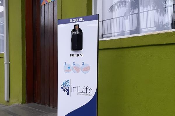 totem-para-alcool-em-gel-personalizado-totem-clean-colegio-in-lifeFF080186-F3A6-6A9D-5149-825625D857AC.jpg