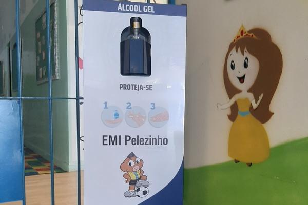 totem-para-alcool-em-gel-personalizado-totem-emi-pelezinho2CAC75B2-9376-BE1D-7F93-99A0D4F092DA.jpg